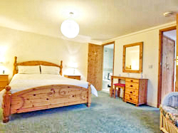 Ground floor bedroom with king size double bed and en-suite.